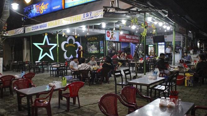 UBND TP Đà Nẵng vừa có văn bản cho phép các cơ sở kinh doanh ăn uống được hoạt động trở lại nhưng không được phục vụ tại chỗ và phải đảm bảo giãn cách xã hội.