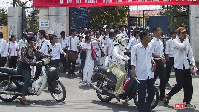 Các thí sinh tham gia kỳ thi tuyển sinh tại Đà Nẵng