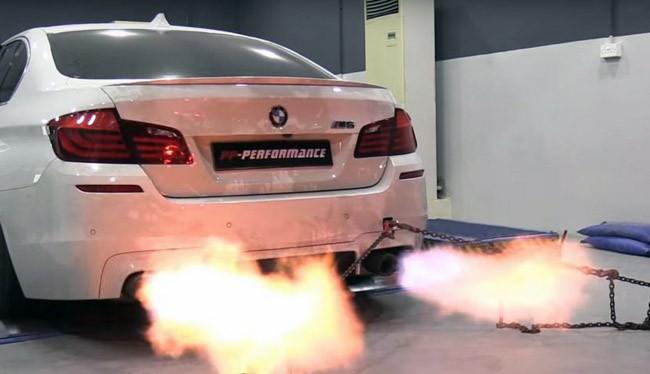 BMW M5 khạc lửa (ảnh: bmwblog)