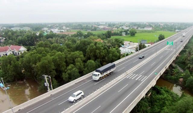 Cao tốc TP.HCM - Trung Lương có chiều dài toàn tuyến là 61,9 km, vận tốc thiết kế 120 km/h, tổng kinh phí đầu tư gần 10.000 tỷ đồng. Ảnh: Zing