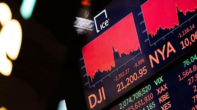Thị trường chứng khoán NewYork rợp một sắc đỏ suốt nhiều tháng qua (Ảnh: Getty)