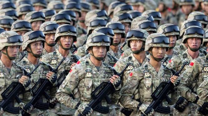 Quân đội Trung Quốc phô diễn sức mạnh. (Ảnh: Getty)