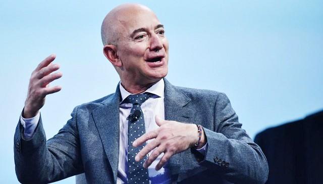 Jeff Bezos, ông chủ sáng lập Amazon và là người giàu nhất thế giới hiện nay với tổng tài sản 113 tỉ đô la.