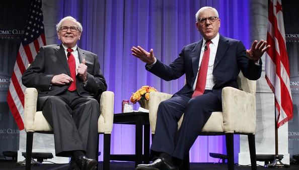 Tỉ phú David Rubenstein hỏi chuyện huyền thoại đầu tư xuất sắc nhất mọi thời, tỉ phú Warren Buffett. Ảnh: Getty