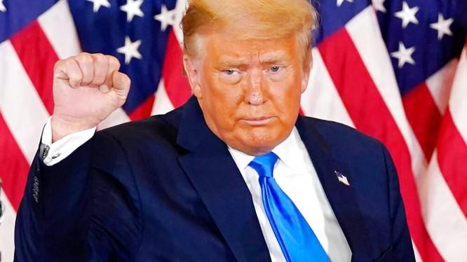 Tổng thống Donald Trump vẫn quyết chiến đấu đến cùng, bất chấp kết quả bầu cử gọi tên ông Joe Biden (Ảnh: AFP)