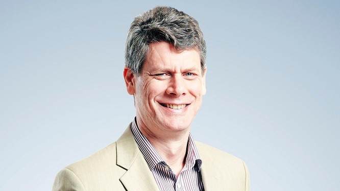 Tiến sĩ Jonathan Pincus là một chuyên gia kinh tế kì cựu, từng đảm nhận vai trò chuyên gia kinh tế cao cấp tại nhiều tổ chức quốc tế.