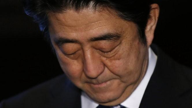 Thủ tướng Abe đang chịu rất nhiều áp lực