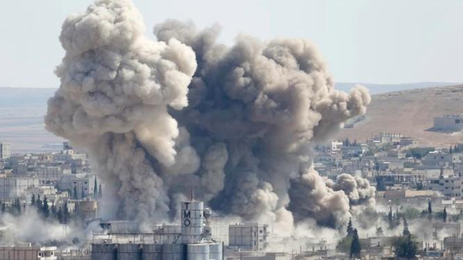 IS buộc phải rút chạy trước những đợt không kích dữ dội của Mỹ và sự kiên cường của chiến binh người Kurd