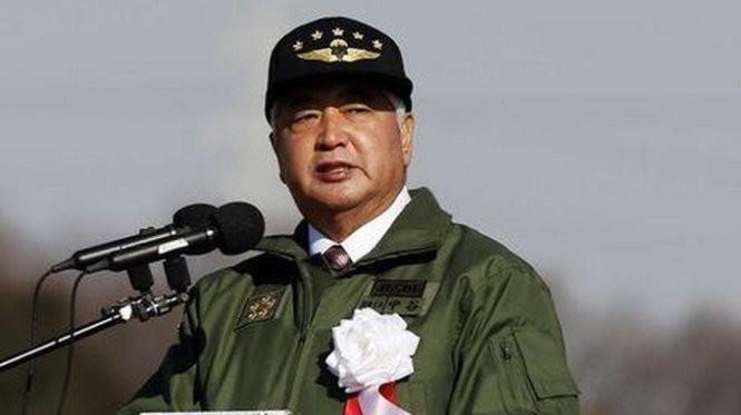 Bộ trưởng quốc phòng Nhật Bản Gen Nakatani phát biểu tại cuộc tập trận hàng năm của lực lượng phòng vệ Nhật Bản - Ảnh: Reuters