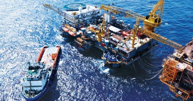 Thu từ dầu thô giảm 12,6% so cùng kỳ năm 2014. Ảnh: TL