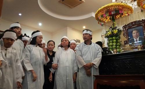 Chị Nguyễn Hoài An (thứ ba từ trái sang), con gái của ông Nguyễn Bá Thanh