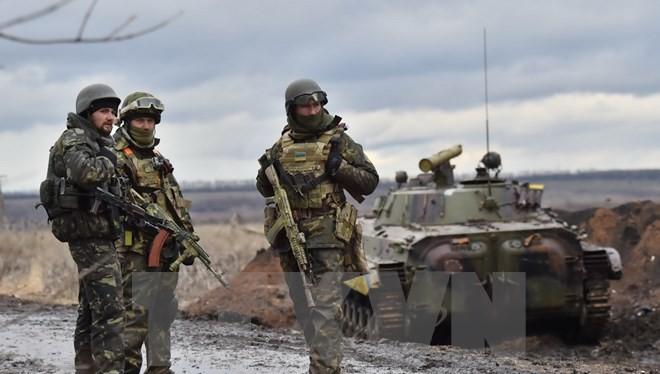 Binh sỹ quân đội Ukraine tại khu vực chiến sự ở ngoại ô thành phố Debaltseve, vùng Donetsk, miền Đông Ukraine.