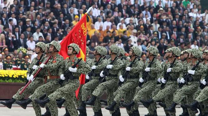 Mitting, diễu hành, diễu binh là nghi lễ quan trọng nhất trong các chương trình mừng 40 năm ngày thống nhất nước. Ảnh minh họa