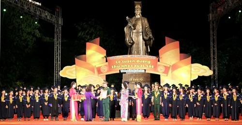 Chính sách thu hút nhân tài và chất lượng cán bộ công chức luôn được Hà Nội quan tâm trong nhiều năm qua