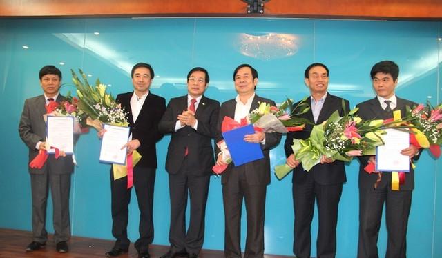 Bộ trưởng Bộ TT&TT Nguyễn Bắc Son trao quyết định bổ nhiệm cán bộ