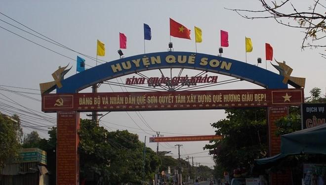 """Huyện Quế Sơn đang """"nóng"""" với vụ việc gà """"nông thôn mới"""" đi vào nhà cán bộ xã."""