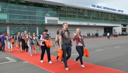 Du khách nước ngoài tại sân bay Phú Quốc.