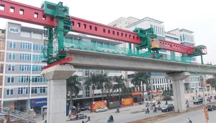 Tổng thầu sẽ dùng cẩu dọc để lắp dầm vượt đường trên cao - vành đai 3 (Thanh Xuân).