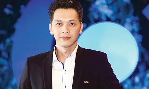 Trần Hùng Huy là con trai ông Trần Mộng Hùng, nguyên chủ tịch và là đồng sáng lập Ngân hàng cổ phần Á Châu (ACB).