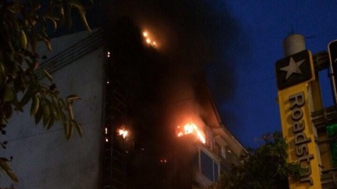 Cháy dữ dội tại Phòng Giao dịch số 8, Ngân hàng Thương mại Cổ phần Quốc dân (NCB) (quận Cầu Giấy, Hà Nội)