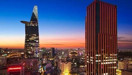 Times Square nằm ngay sát tòa nhà Bitexco Finance. Chiều cao của Times Square lên tới gần 165m và là tòa nhà thứ 2 của TPHCM có sân đậu trực thăng trên sân thượng . Ảnh: vietnamnet.