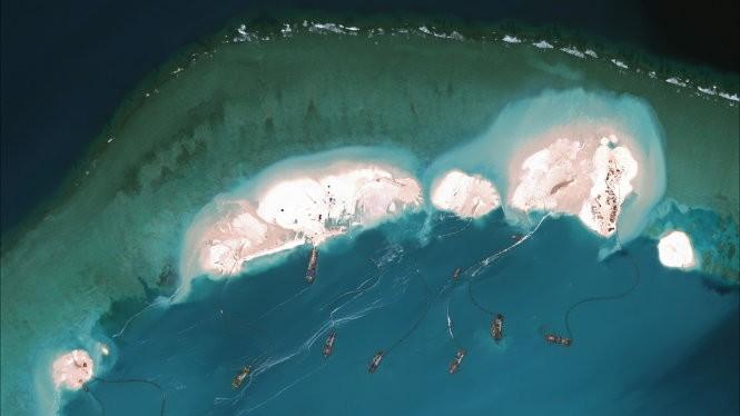 Hoạt động bồi đắp cát tại phía bắc Đá Vành Khăn, ảnh vệ tinh của CSIS. Ảnh REUTERS/CSIS's Asia Maritime Transparency Initiative/Digital Glo