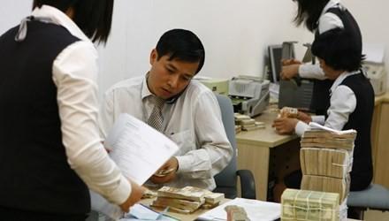 Sau khi tỷ giá được điều chỉnh, điều gì sẽ xảy đến với lãi suất tiền đồng, dự trữ ngoại hối và cán cân thương mại?