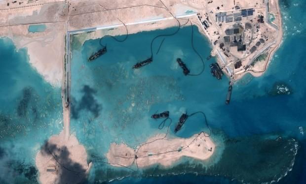 Trung Quốc tiến hành hoạt động ồ ạt cải tạo đất tại Biển Đông.