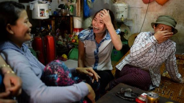 Chị Huỳnh Thị Ánh Hồng vui mừng trước thông tin sẽ được bàn giao số tiền 5 triệu yen.