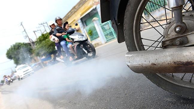 Tình trạng ô nhiễm không khí ngày càng nặng như hiện nay, kiểm soát khí thải xe máy là yêu cầu cấp thiết, đặc biệt khi khí thải từ xe máy được cho là độc hại hơn ô tô.