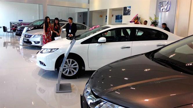 Gần đây, khách đến xem xe, tìm hiểu thông tin, xin tư vấn nhiều hơn trước vì lo ngại thuế tăng (ảnh minh họa).