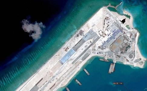 Đường băng Trung Quốc đang xây dựng ráo riết trên đá Chữ Thập phục vụ mưu đồ độc chiếm biển Đông
