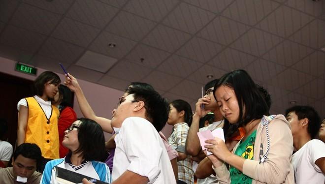 Nhiều nhà đầu tư nước ngoài muốn bỏ vốn vào các công ty đại chúng của Việt Nam nhưng bị hạn chế bởi quy định room (tỷ lệ sở hữu cổ phần của NĐT nước ngoài) quá hạn hẹp. Nay thì hạn chế đó đã được tháo gỡ bằng Nghị định 60 vừa ban hành