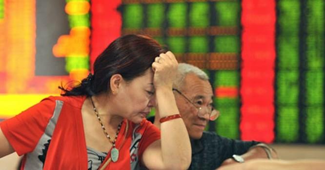 Cú sụp đổ trên TTCK Trung Quốc đã gây ra hậu quả nghiêm trọng không chỉ về mặt kinh tế mà cả xã hội.