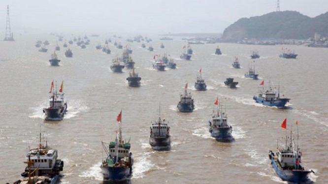 Chuyên gia dự đoán Trung Quốc sẽ biến những tàu cá này thành hạm đội đánh bắt trên biển - Ảnh: Tân Hoa xã