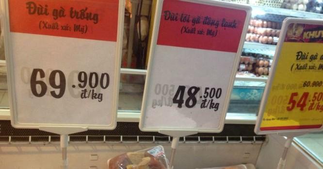 Thịt gà Mỹ nhập khẩu bày bán tại siêu thị Big C Thăng Long.