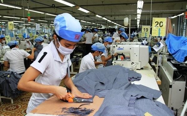 Lao động của Việt Nam vẫn dựa vào sức là chủ yếu. Ảnh TL