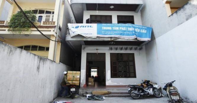 Kho hàng của Tổng công ty CP chuyển phát nhanh Hợp Nhất tại phố Đặng Văn Ngữ (quận Đống Đa, Hà Nội). - Ảnh Báo Tuổi trẻ