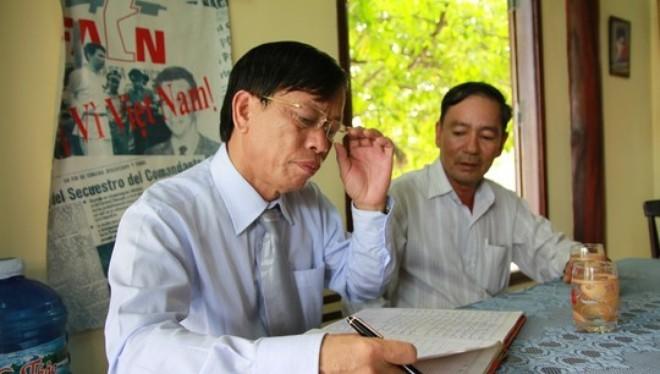 Bộ Chính trị đã đồng ý chủ trương để ông Lê Phước Thanh (đeo kính) thôi giữ chức Bí thư Tỉnh ủy Quảng Nam. Ảnh Tr. Thường