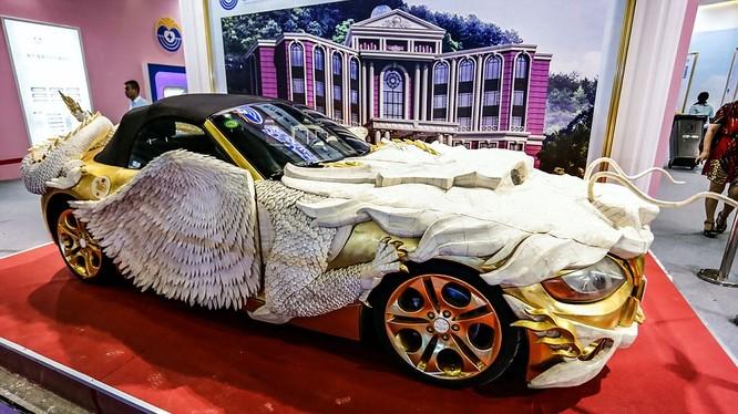 """""""Siêu xe rồng"""" dát vàng đang được triển lãm ở Quảng Châu"""
