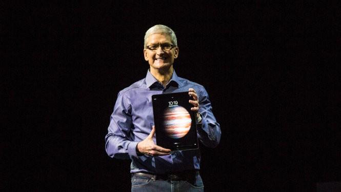 CEO Tim Cook giới thiệu iPad Pro tại sự kiện ngày 9-9 - Ảnh: CNET