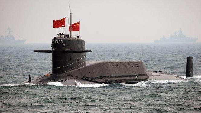 Một tàu ngầm của Trung Quốc ở gần quân cảng Thanh Đảo - Ảnh: wordpress.com