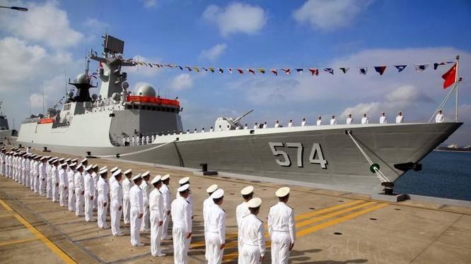 Tàu hộ vệ tên lửa Type 054A gia nhập hạm đội Nam Hải tại căn cứ Sanya ở Hải Nam