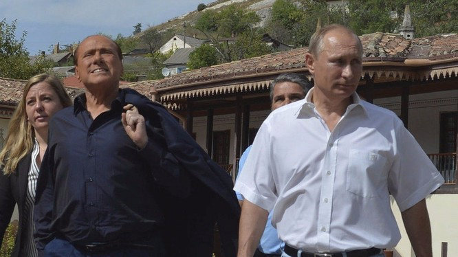 Tổng thống Putin và cựu Thủ tướng Ý Silvio Berlusconi vừa có chuyến thăm Crimea
