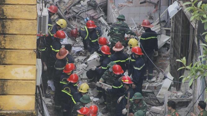 Hiện trường vụ sập biệt thự cổ ở phố Trần Hưng Đạo