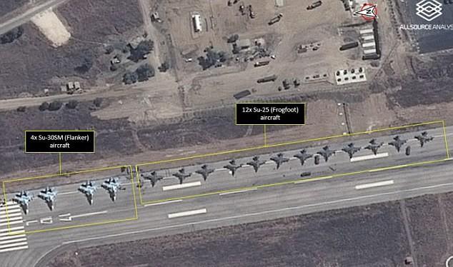 Hình ảnh vệ tinh cho thấy ít nhất 12 cường kích Su-25 xếp cạnh 4 chiến đấu cơ đa nhiệm Su-30