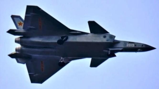 Máy bay J-20 và J-31 của Trung Quốc được cho là những bản copy, đánh cắp công nghệ của Mỹ và Nga