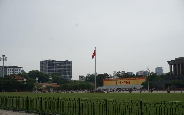 """Tòa nhà cao tầng """"pháo đài"""" nhìn từ quảng trường Ba Đình"""