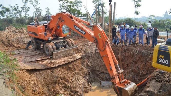 Hiện trường đường ống cấp nước sông Đà ở một lần vỡ trước đây - Ảnh tư liệu