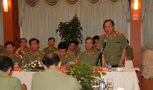 Thiếu tướng Lê Đông Phong (đứng) - Ảnh: Cổng thông tin điện tử Công an TP.HCM